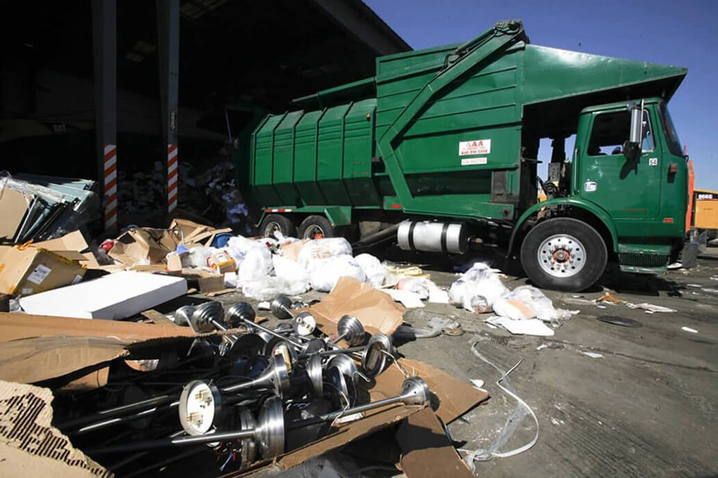 Trash Hauling-Riverside Dumpster Rental & Junk Removal Services-We Offer Residential and Commercial Dumpster Removal Services, Portable Toilet Services, Dumpster Rentals, Bulk Trash, Demolition Removal, Junk Hauling, Rubbish Removal, Waste Containers, Debris Removal, 20 & 30 Yard Container Rentals, and much more!